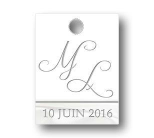 étiquette à dragées mariage rectangulaire avec les initiales des jeunes mariés de couleur blanc et soie