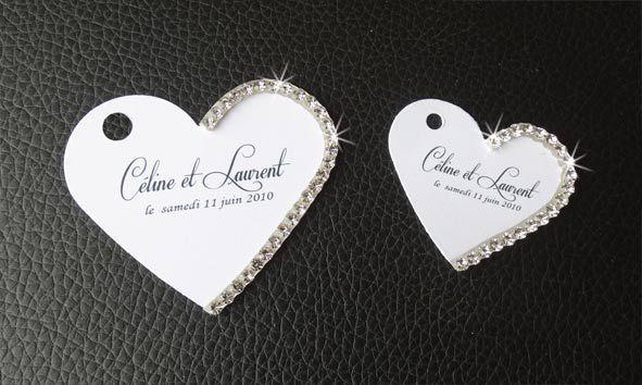 étiquette-dragées-blanche-en-forme-de-coeur-decorée-de-petits-strass