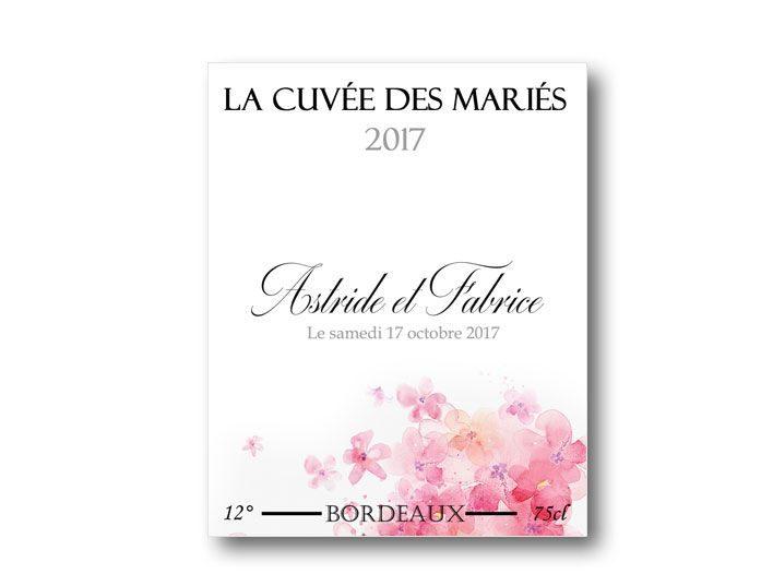 étiquette bouteille mariage vin illustrée d'une aquarelle de pétales de roses