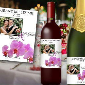 etiquette bouteille mariage illustrée de la photo des jeunes mariés et d'un orchidée, étiquettes vin et champagne