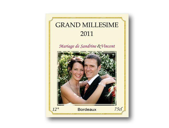 etiquette bouteille mariage illustrée de la photo des jeunes mariés