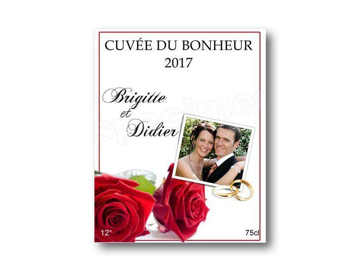 etiquette vin pour mariage à personnaliser illustrées de deux roses rouge