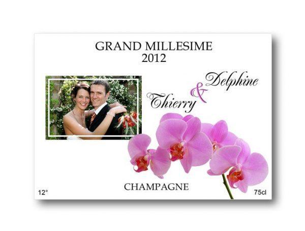 etiquette bouteille mariage champagne illustrée de la photo des jeunes mariés et d'un orchidée
