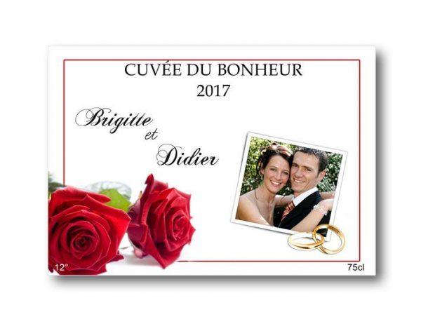 etiquette champagne pour mariage à personnaliser illustrées de deux roses rouge