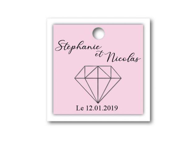 magnifique étiquette dragées à personnaliser pour votre mariage rose et blanche sur le thème diamant de forme carré