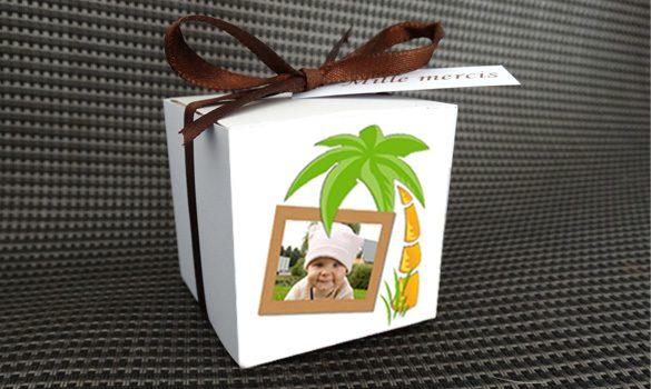 boite à dragées baptême - boite avec son ruban satin et son étiquette dragées thème jungle