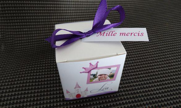 boite à dragées baptême - boite avec son ruban satin et son étiquette dragées thème princesse