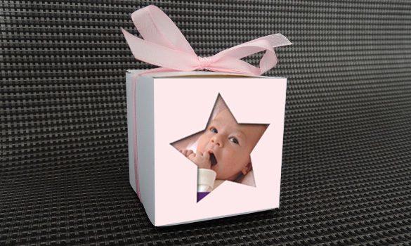 contenant à dragées baptême - boite personnalisée avec le prénom et la date décorée d'une étoile avec la photo de votre enfant