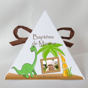 dinosaure boite a dragees pyramide bapteme avec photo