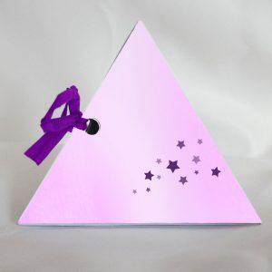 fee boite a dragees pour bapteme forme pyramide cote etoiles