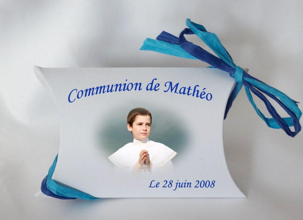 Contenant-dragees-avec-photo-et-texte-de-couleur-bleu-pour-communion-mathéo